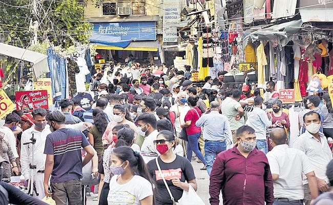 Breach Of COVID-19 Norms In Markets Will Hasten Third Wave - Sakshi