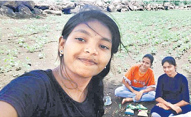 Nirmal: 3 Girls Drowned In Lake Succumbs Tanur Singangaon - Sakshi