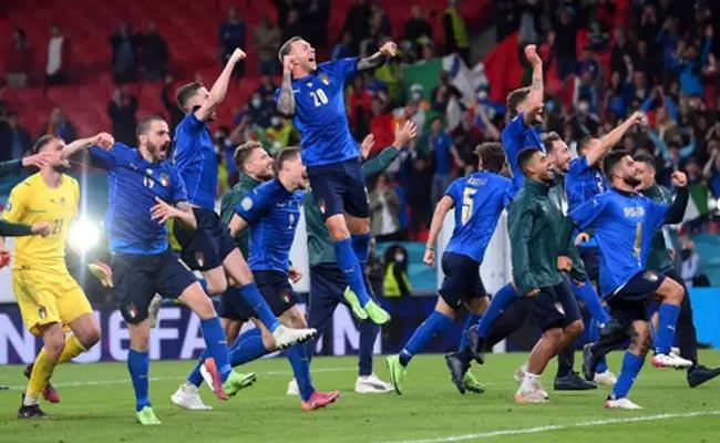 EURO 2020 : Italy Beat Spain In Penalty Shootout Enters Into Finals - Sakshi