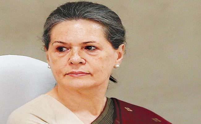 Dilip Kumar Sonia Gandhi writes to wife Saira Banu expressing condolences - Sakshi