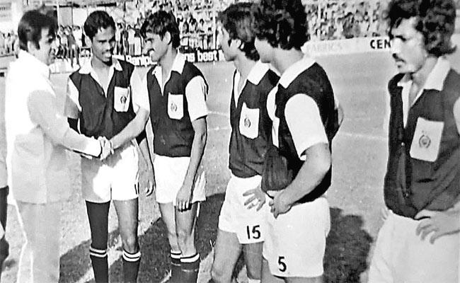 Legendary actor Dilip Kumar was an avid football lover - Sakshi