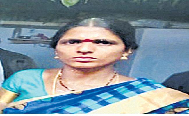 Woman Self Destruction In Medak District - Sakshi