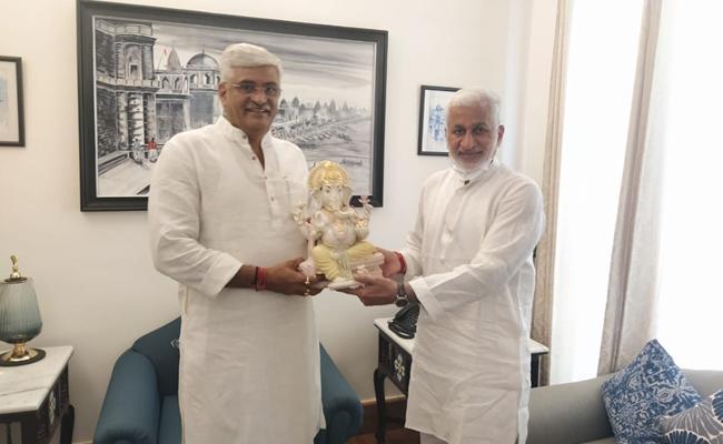 MP Vijayasai Reddy Meets Union Water Energy Minister Gajendra Shekhawat - Sakshi