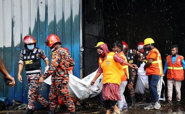 Dhaka: Fire At Bangladesh Juice Factory Deceased Workers Several Injured - Sakshi