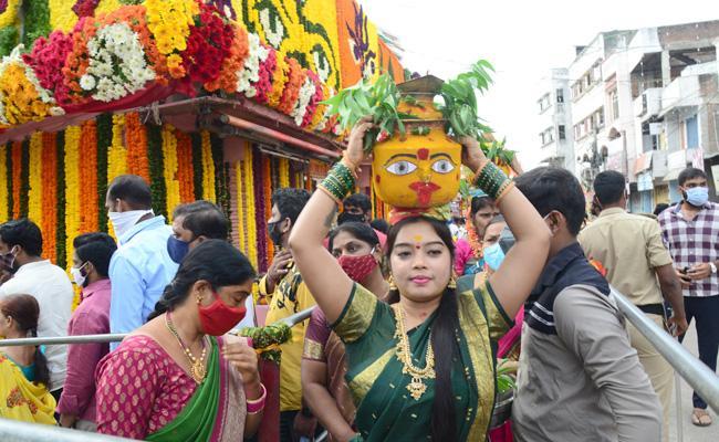 Bonalu 2021: Lal Darwaja Simhavahini Ammavaru Bonalu Celebration In Pathabasthi - Sakshi