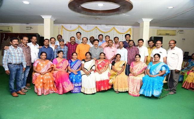 Telangana: Friendship Day Special Stories In Karimnagar - Sakshi