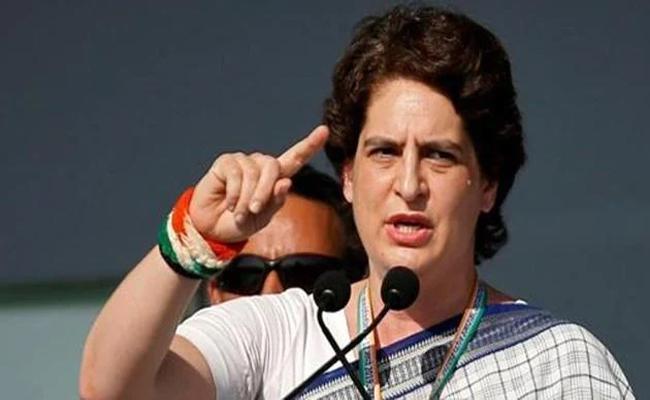 Priyanka Gandhi Fires On Central Government  - Sakshi
