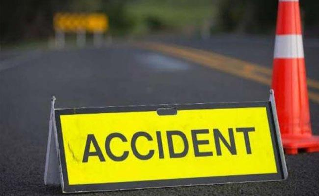 Srikakulam: Mother Deceased In Front Of Daughter In Road Accident - Sakshi
