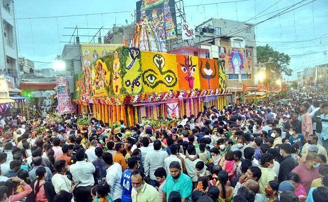 Hyderabad: Bonalu Celebrations With Traditional fervour In Old City - Sakshi
