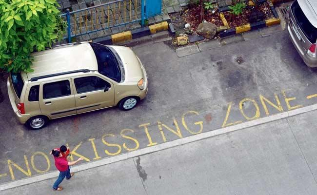 No Kissing Zone In Satyam Sivam Sundaram Signs On Roads - Sakshi