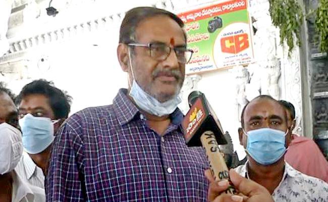 Pv Sindhu Father Visits Temple In West Godavari - Sakshi