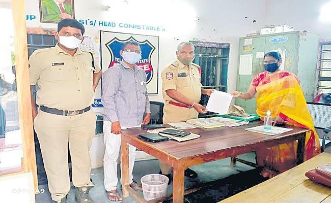 Parents Sells Seven Day Old Child Incident At Nalgonda District - Sakshi