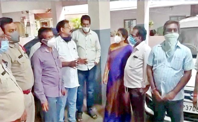 Bhimavaram Srinivasa Apartment People Meet MLA Grandhi Srinivas - Sakshi