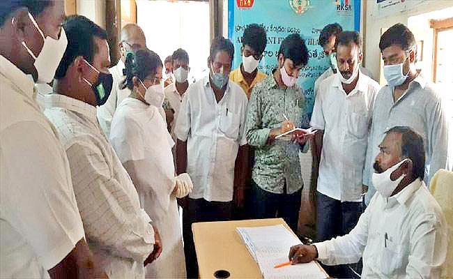 AP: MLA Golla Baburao Gives Warning to PHC Employees In Visakhapatnam - Sakshi