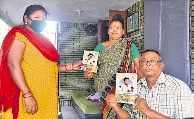 Volunteers distributed Pensions All Over Andhra Pradesh - Sakshi