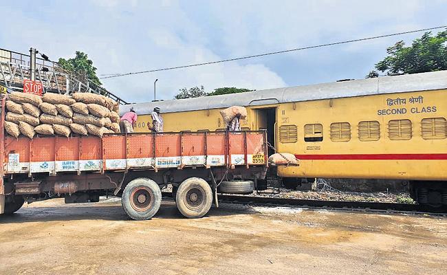 Kisan train from Thadepalligudem to Bengal - Sakshi