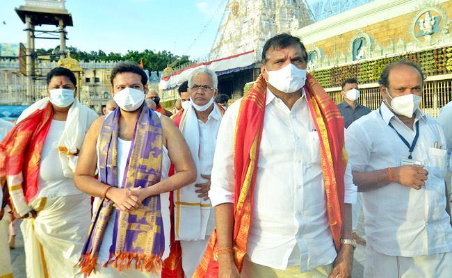 Minister Botsa SatyaNarayana And Three MLAs Visited Tirumala - Sakshi