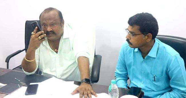 Minister Gangula Kamalakar Review With Tahsildars On PDS System - Sakshi