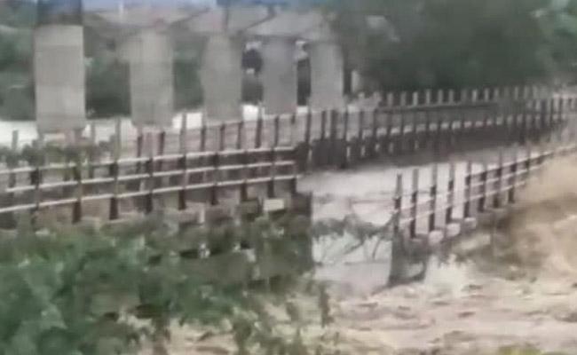 Bridge Swept Away In Flood Fury In Madhya Pradesh - Sakshi