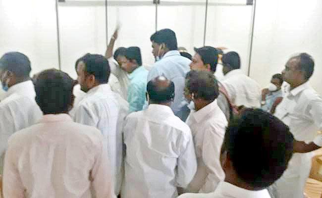 TDP Group Politics In Kalyanadurgam Constituency - Sakshi