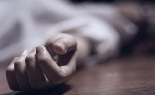 Vijayawada: Youth Ends His Life In Hotel - Sakshi