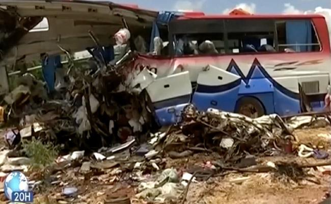 Truck collides with bus in Mali 41 departed - Sakshi