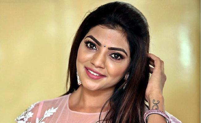 Bigg Boss Telugu 5: Actress Lahari Shari Set To Enter In Bigg Boss - Sakshi