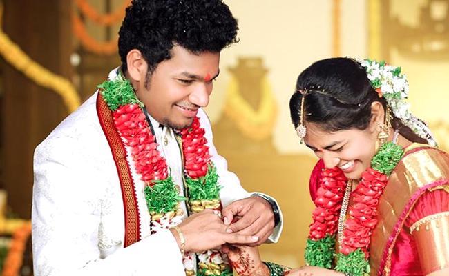 Jabardasth Avinash Exclusive Engagement Photos Goes Viral In Social Media - Sakshi