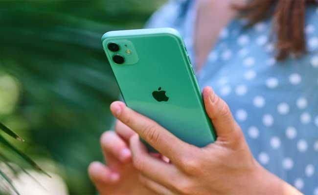 Apple Rolls Out Urgent Software Update For Iphone To Fix Pegasus Related Vulnerability - Sakshi