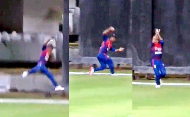 Nepal Cricketer One Handed Catch Boundary Line But Team Lose Match - Sakshi