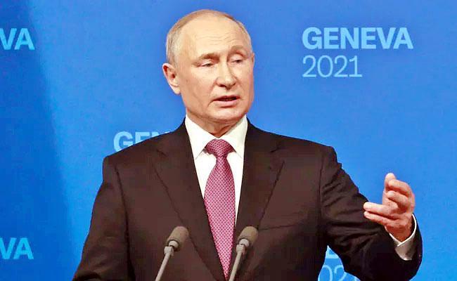 Vladimir Putin Sent Quarantine After People Effected Corona Virus  - Sakshi
