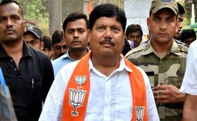 West Bengal  MP Arjun Singh Comments On TMC - Sakshi