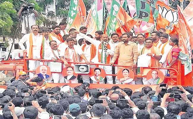 BJP Leader Bandi Sanjay Fires On Minister KTR In Medak  - Sakshi