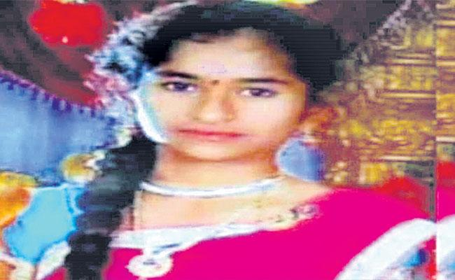 Boy Molested On Minor Girl In Warangal - Sakshi