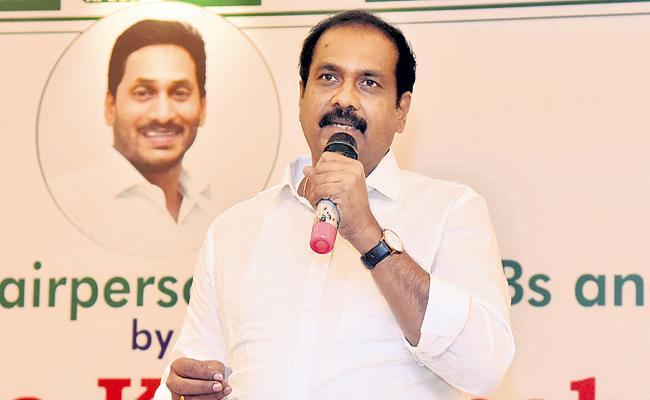 Kurasala Kannababu Comments On Co-operative sector reorganization - Sakshi