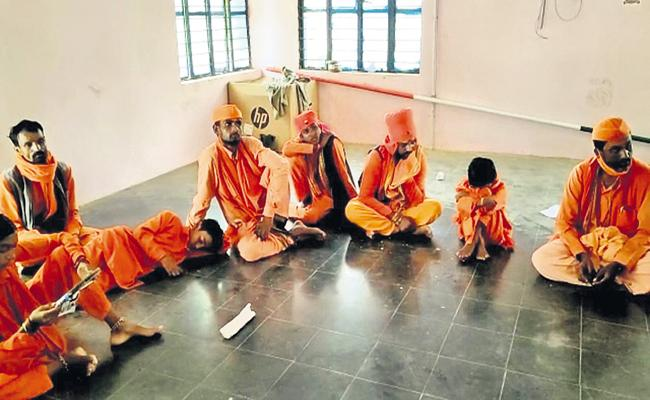 Monks Attempted kidnapping of Tenth class girls - Sakshi