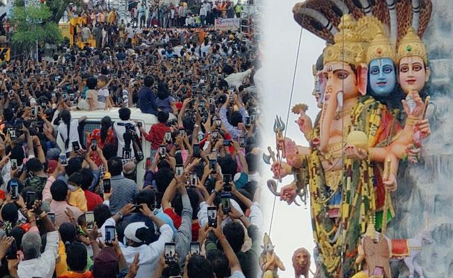 Hyderabad Devotees Clicked Khairatabad Ganesh Idol with Smartphone - Sakshi