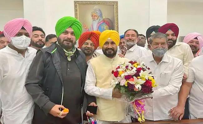 Punjab Chief Minister Charanjit Singh Channi performs bhangra - Sakshi