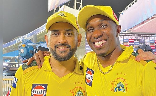 IPL 2021: Dhoni Always Have Fight With Dwayne Bravo Over Slower Balls - Sakshi