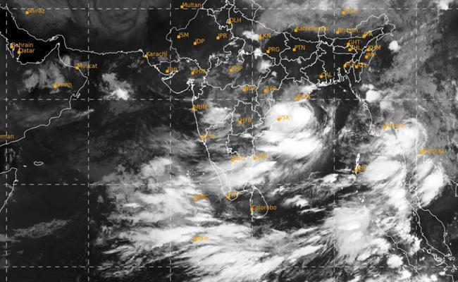 Cyclone Gulab Hits Odisha and Andhra on Orange Alert  - Sakshi