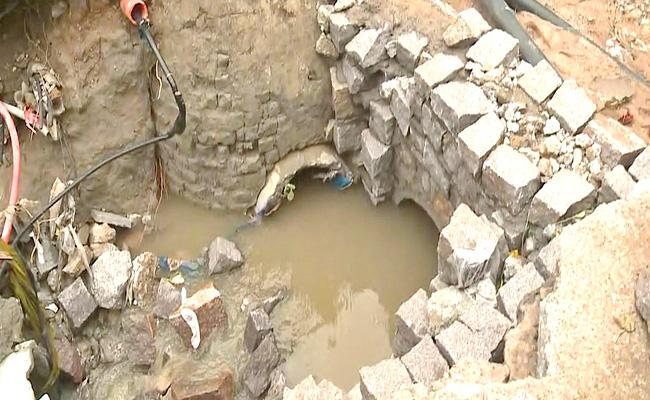 Heavy Rains In Hyderabad: Man Missed In Flood At Manikonda - Sakshi