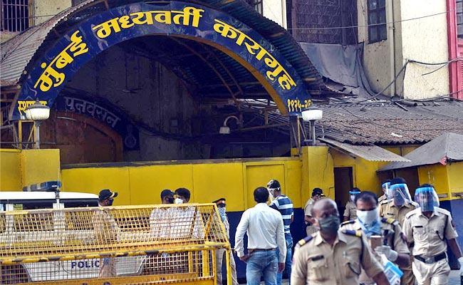 39 Inmates Tested Positive In Mumbai Byculla Prison - Sakshi