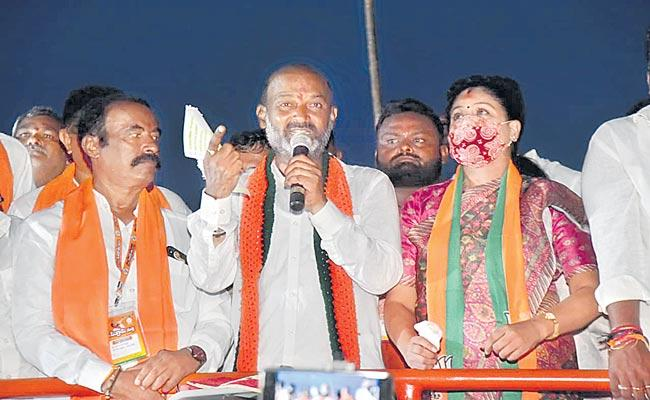 Telangana: Bandi Sanjay Criticised Over KCR Words - Sakshi
