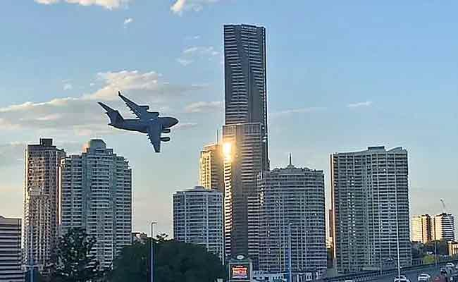 RAAF C-17 Cargo Iet Weaves Through Skyscrapers In Australia - Sakshi