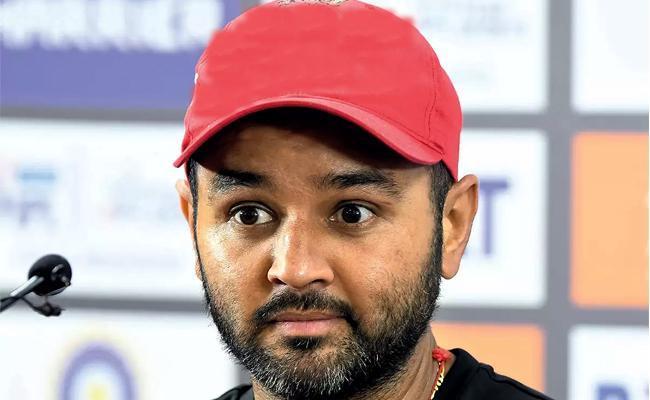 Team India Former Cricketer Parthiv Patel Father Passed Away - Sakshi