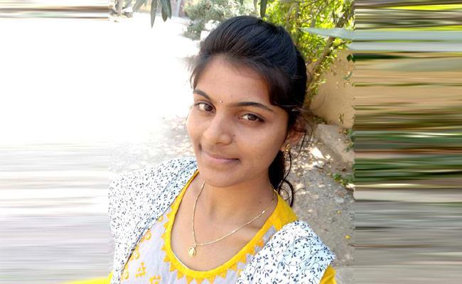 21 Year Old Girl Ends Her Life Peddapalli - Sakshi