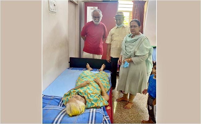 Actor Subhalekha Sudhakar Mother Passed Away - Sakshi