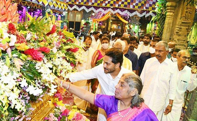 CM YS Jagan Two Days Tirumala Tour Went on Enthusiastically - Sakshi