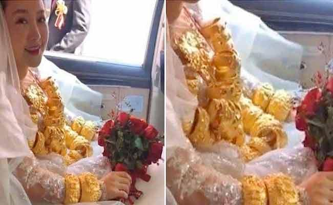 Bride Wears 60 kg Gold Necklace Gifted By Husband On Wedding At China - Sakshi