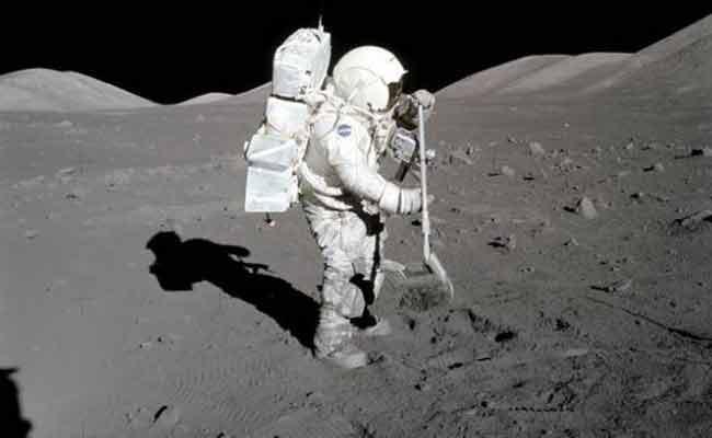 Nasa Intern Thad Roberts Stole 101 Grams Of Moon Rocks - Sakshi